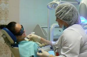 Подбор цвета эмали зуба - отбеливание зубов в стоматологии Рико